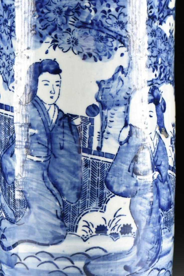 AN EXPORT BLUE AND WHITE GLAZED STONEWARE UMBRELLA - 3