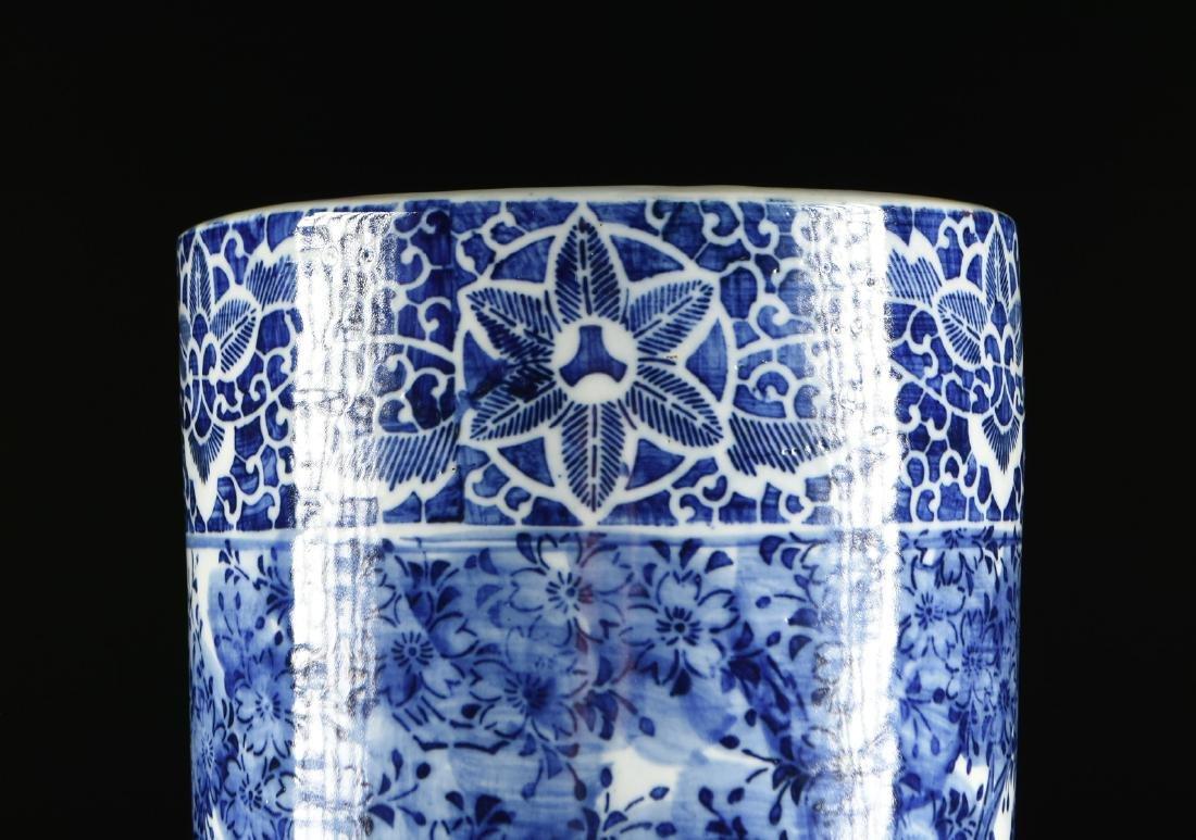 AN EXPORT BLUE AND WHITE GLAZED STONEWARE UMBRELLA - 4
