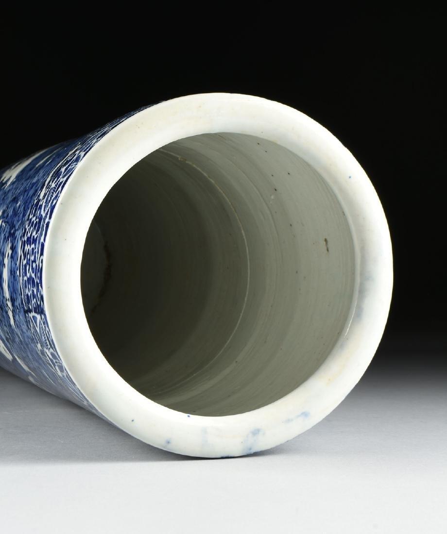 AN EXPORT BLUE AND WHITE GLAZED STONEWARE UMBRELLA - 7