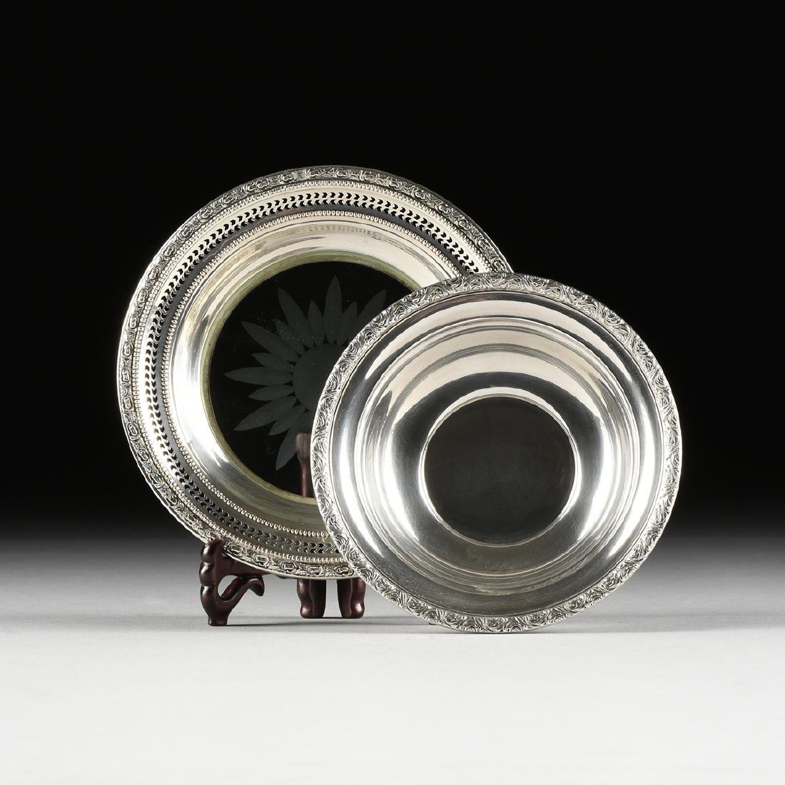 A GROUP OF TWO AMERICAN STERLING SILVER SERVING WARES,