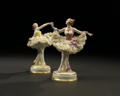 7: A PAIR OF 1930'S GERMAN LACE PORCELAIN BALLET FIGURE