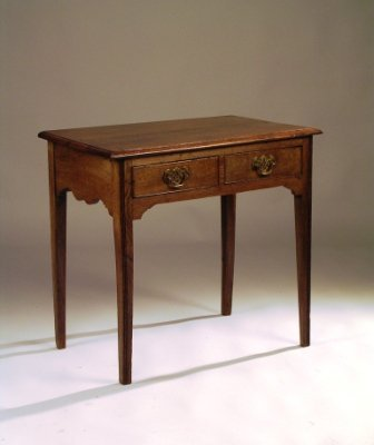 20: A 19TH CENTURY GEORGE III STYLE OAK side table, the
