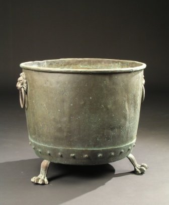 23: A LARGE ANTIQUE ANGLO-AMERICAN COPPER JARDINIERE, t