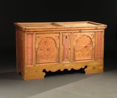 160: AN 18TH CENTURY AMERICAN STENCIL DECORATED PINE BL