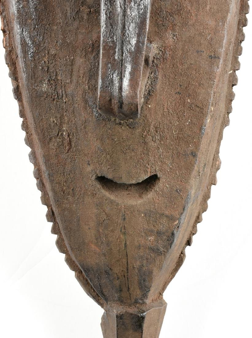 A CARVED WOOD AFRICAN MASK, BAMANA STYLE, MALI, 20TH - 2