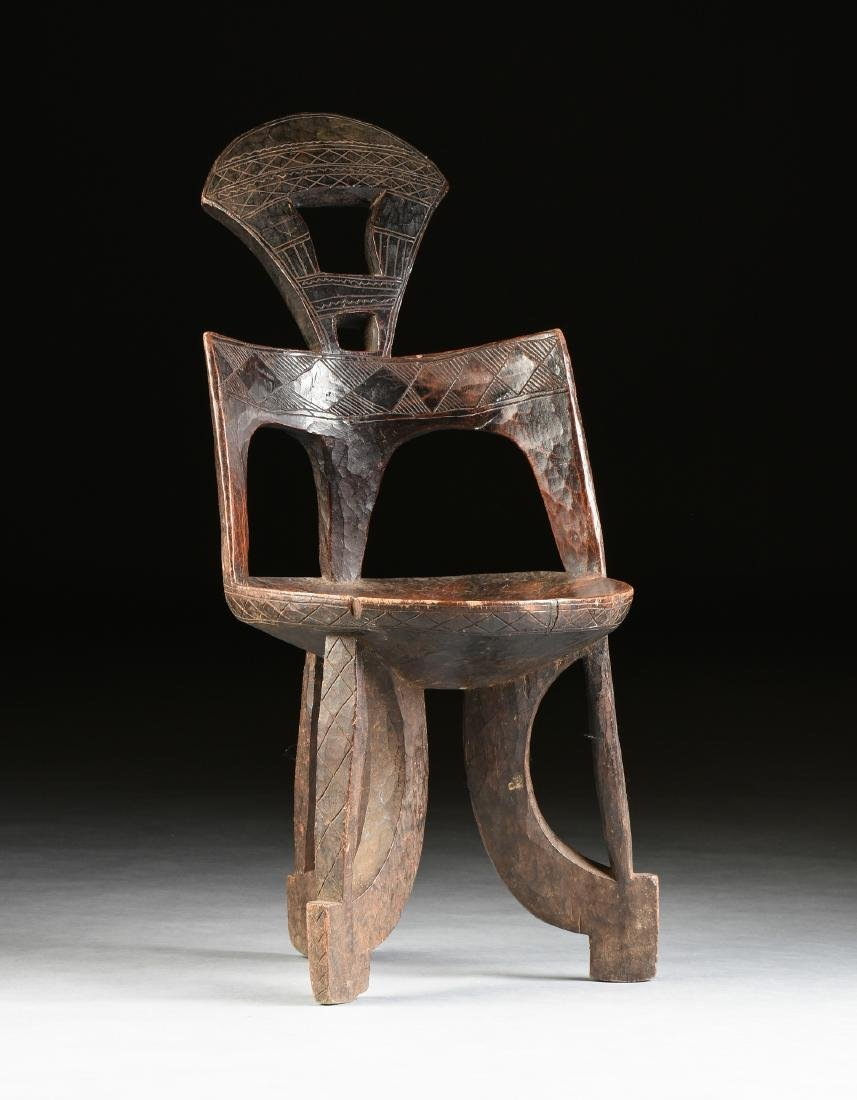 A PRIMITIVE AFRICAN WOOD CHAIR, ETHIOPIA, 20TH CENTURY,