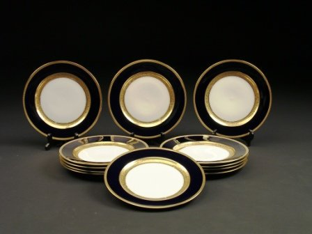 9: A SERVICE OF TWELVE ROSENTHAL DINNER PLATES in the C