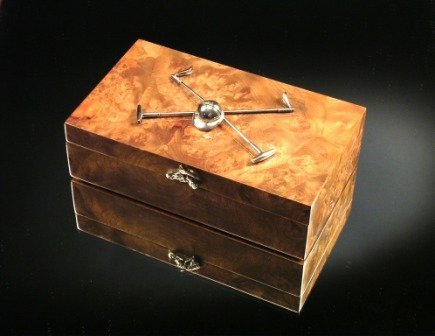 14: A BURL WALNUT AND STERLING SILVER MOUNTED CIGAR BOX