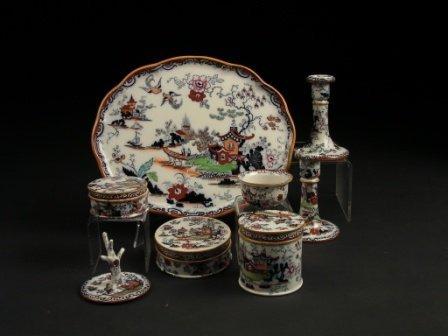 23: A 19TH CENTURY MASON'S IRONSTONE CHINA LADY'S VANIT