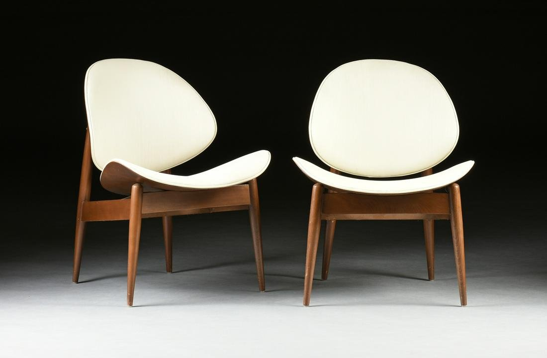 "A PAIR OF MID CENTURY MODERN WALNUT ""OYSTER"" LOUNGE"