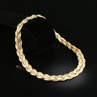 AN 18K YELLOW GOLD GUCCI NECKLACE,