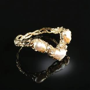 AN ARTHUR KING 18K YELLOW GOLD, DIAMOND, AND PEARL