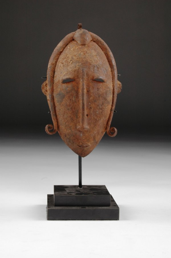 19: A SENUFO METAL CULT MASK, Ivory Coast, of oval shap