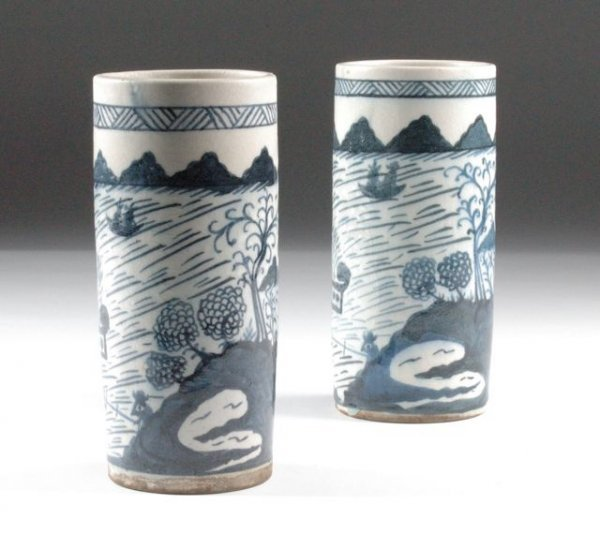 3: A PAIR OF ANTIQUE CHINESE BLUE AND WHITE PORCELAIN H