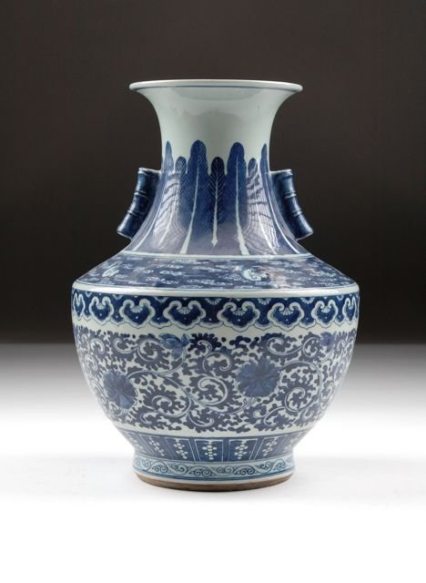 7: A CHINESE MING STYLE BLUE AND WHITE VASE of compress