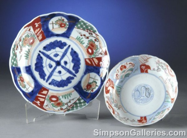 4: TWO JAPANESE IMARI BOWLS, 20th century, each painted