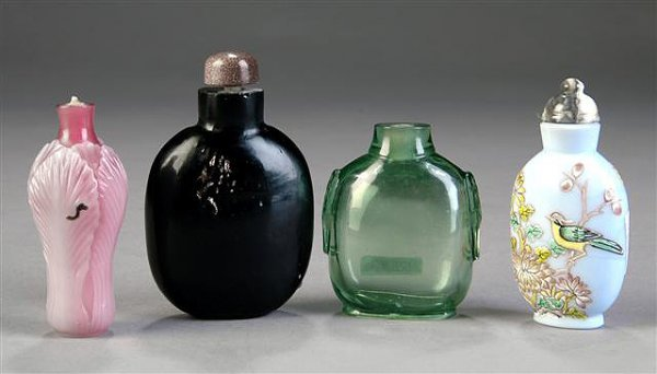 3: FOUR ANTIQUE CHINESE PEKING GLASS SNUFF BOTTLES, sce