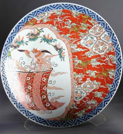 21: A LARGE IMARI CHARGER enameled in traditional color