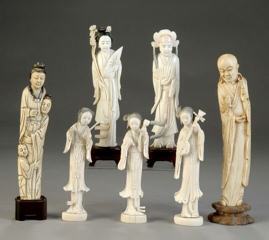236: A GROUP OF SEVEN ANTIQUE CHINESE CARVED IVORY FIGU