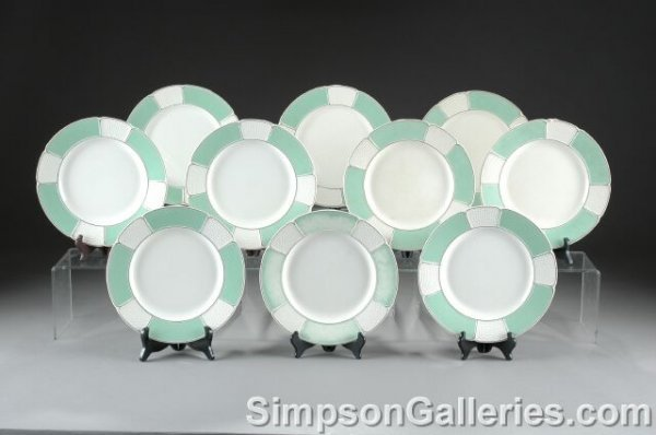 24: A SERVICE OF TEN WEDGWOOD QUEENSWARE DINNER PLATES,