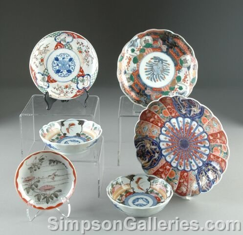7: A GROUP OF SIX CHINESE/JAPANESE IMARI PORCELAIN WARE