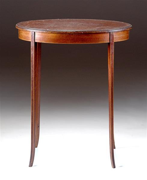 10: A SHERATON STYLE MAHOGANY OCCASIONAL TABLE, 20th ce