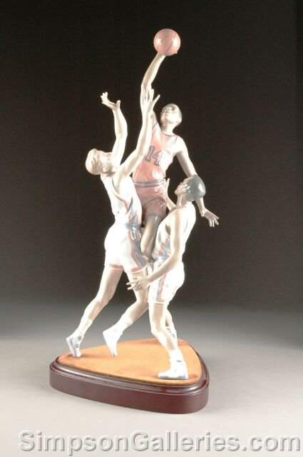 "24: A LIMITED EDITION LLADRO PORCELAIN SCULPTURE, ""To t"