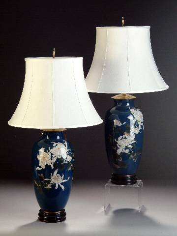 4: A PAIR OF JAPANESE CLOISONNÉ ENAMEL VASES, 20th cent