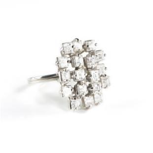 A PLATINUM, DIAMOND LADIES COCKTAIL RING,