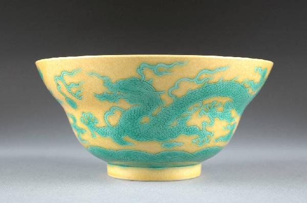 6: A CHINESE GREEN AND YELLOW GLAZED BOWL, 20TH CENTURY