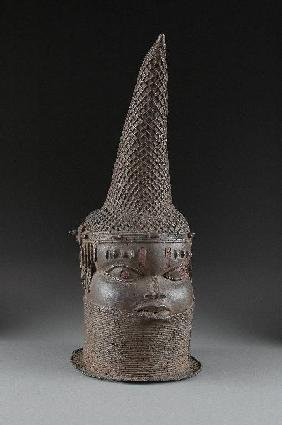 A BENIN BRONZE BUST OF A QUEEN MOTHER, 16TH/17TH CE