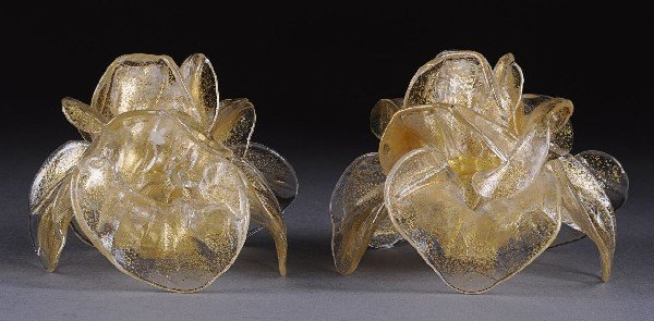 16: A PAIR OF MURANO AVENTURINE GLASS ROSE BLOOM CANDLE