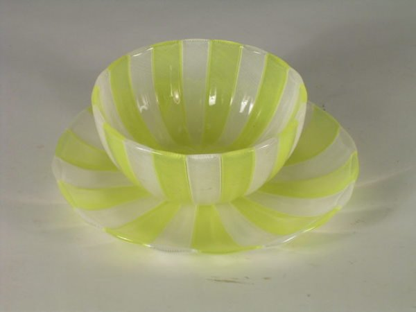12: A service of four Venetian glass dessert bowls with