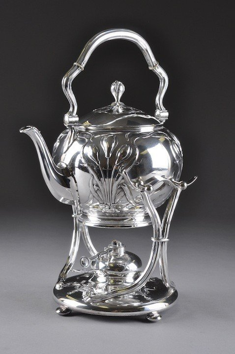 81: AN ART NOUVEAU STERLING SILVER TEAPOT ON STAND, WIT