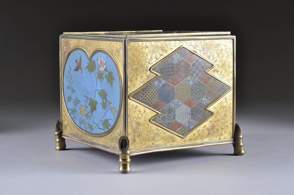 15: A CHINESE PARCEL GILT AND ENAMELED CLOISONNƒ BOX, Q