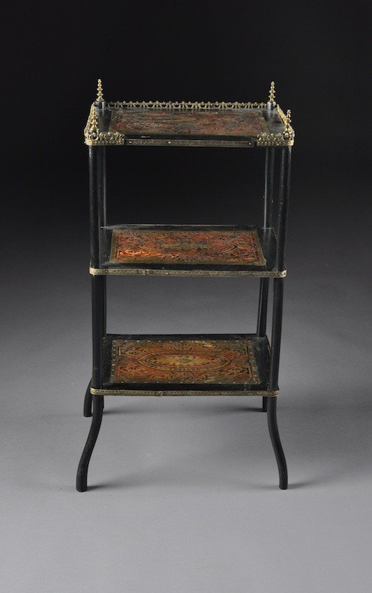 18: A VICTORIAN BRASS AND TORTOISESHELL INLAID BOULLE ƒ