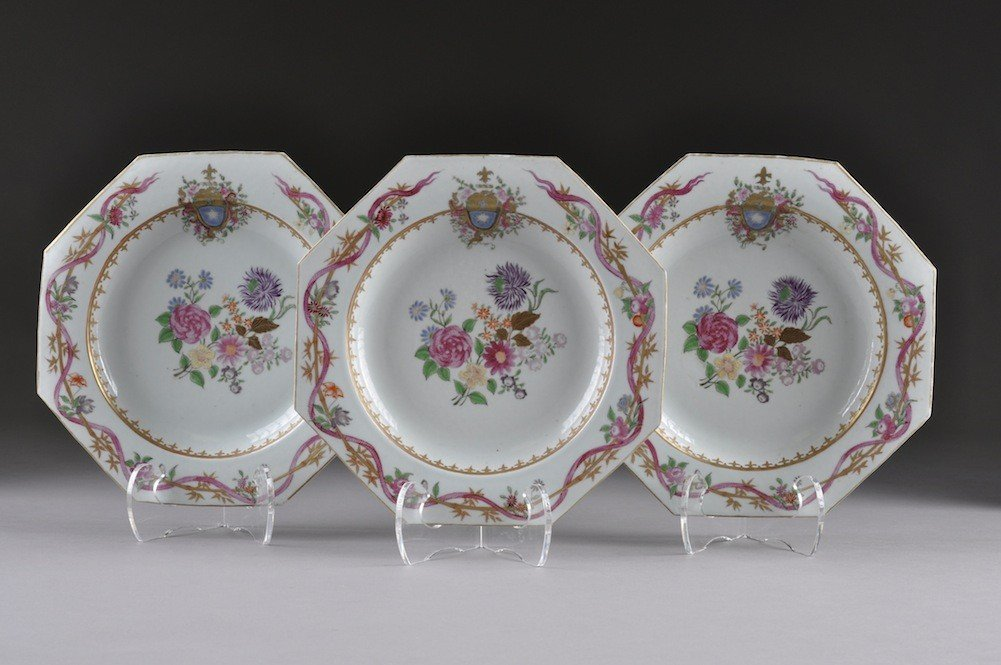 21: A SET OF THREE CHINESE EXPORT FAMILLE ROSE ARMORIAL