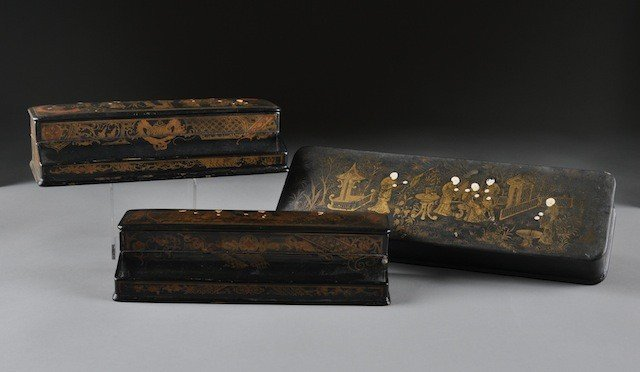 4: A GROUP OF THREE ANTIQUE CHINESE PARCEL GILT BLACK L