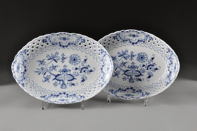 13: A PAIR OF MEISSEN BLUE ONION  GRADUATED AND PIERCED