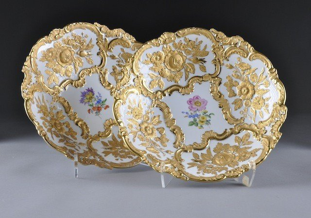 245: A PAIR OF MEISSEN PARCEL GILT AND MOLDED DISPLAY B