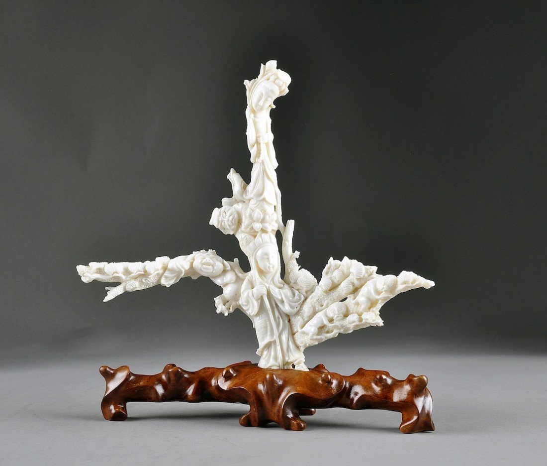 8: A CHINESE WHITE CORAL FIGURAL GROUP CARVING, 20TH CE