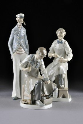 THREE LLADRO FIGURINES, SECOND HALF 20th CENTURY Th