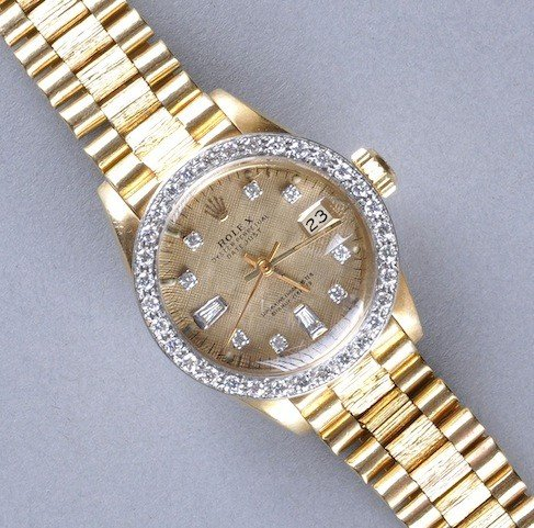 119: AN 18K YELLOW GOLD AND DIAMOND LADY'S ROLEX WATCH,