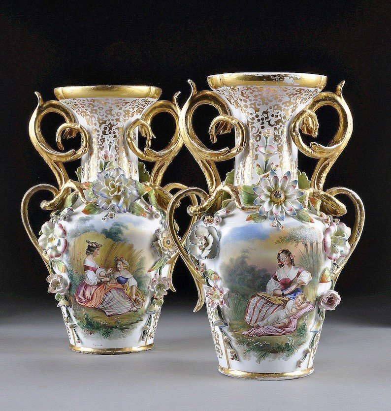 124: A PAIR OF OLD PARIS FLORAL ENCRUSTED TWO HANDLED V
