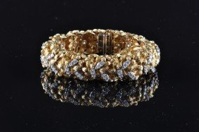 AN 18K YELLOW GOLD AND DIAMOND LADY'S BRACELET, Th