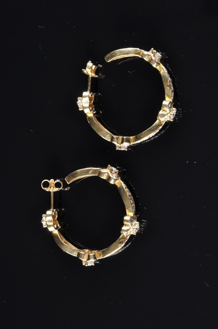 159: A PAIR OF 18K YELLOW GOLD DIAMOND LADY'S EARRINGS,