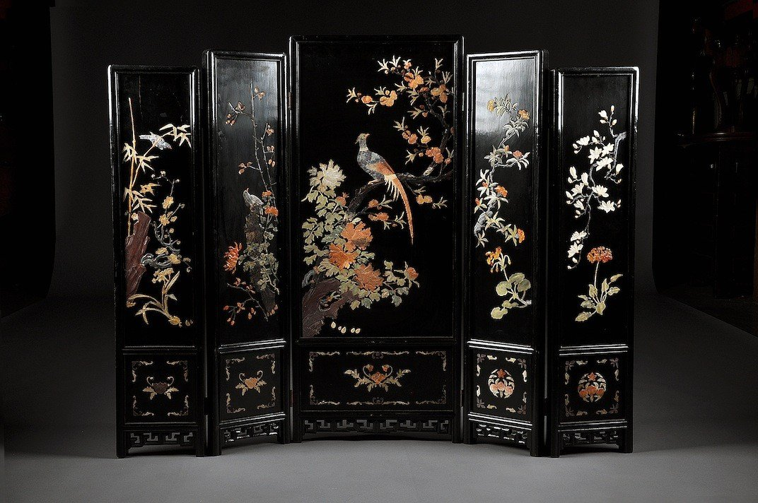 168: A CHINESE CARVED JADE AND HARDSTONE MOUNTED BLACK