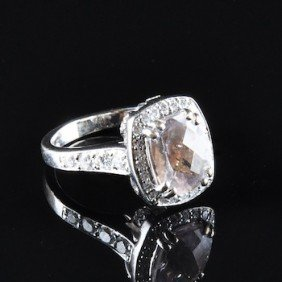 AN 18K MORGANITE & DIAMOND LADY'S RING BY CHARLES