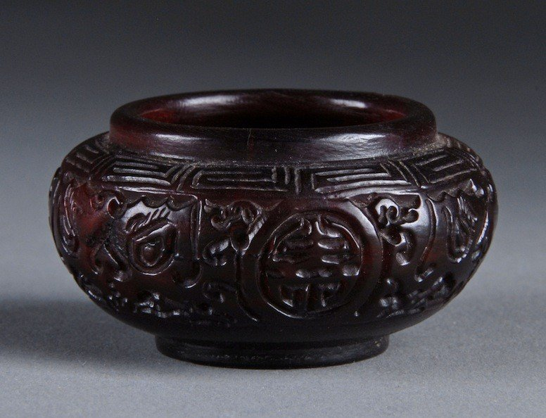 213: A DIMINUTIVE CHINESE CARVED HORN VESSEL, SECOND HA