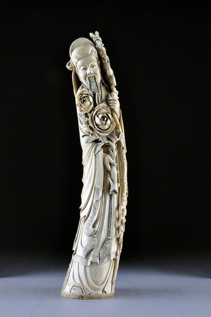 217: A VINTAGE CHINESE CARVED IVORY FIGURE OF AN IMMORT